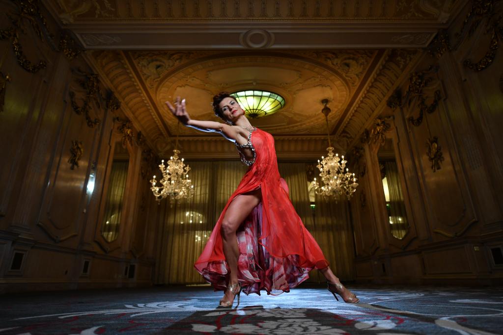 Viktoriya Wilton dancer in the Oak Room